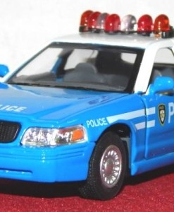 1_42_kinsmart_ford_crown_victoria_police_interceptor